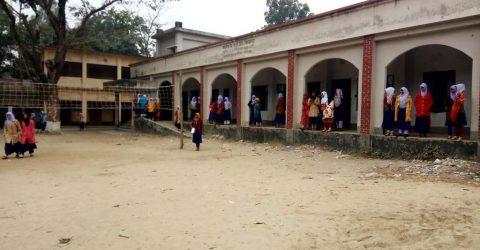 বিরামপুরে শিক্ষককে লাঞ্চিতের ঘটনায় ক্লাস বর্জন তিন ঘণ্টা বসে থেকে ফিরে গেল শিক্ষার্থীরা