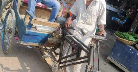 তালতলীতে বিলুপ্তির পথে ঐতিহ্যবাহী পায়ে চালিত রিকশা