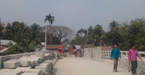সংযোগ সড়ক অবৈধ দখলে : সুন্দরগঞ্জে নবনির্মিত ব্রিজ খুলে দিতে পারছেনা কর্তৃপক্ষ